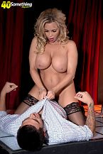 Busty SEXY HOUSEWIFE lap dancer Amber Lynn suggests extras
