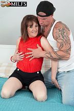 The recent British HORNY HOUSEWIFE copulates the delivery boy